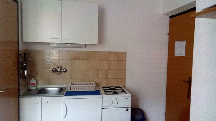 Croatia house for rent Karlobag kitchen